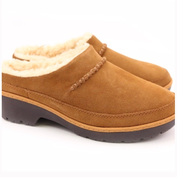 0647e663411 UGG Lynwood Clog Chestnut Waterproof Sheepskin NEW Boutique